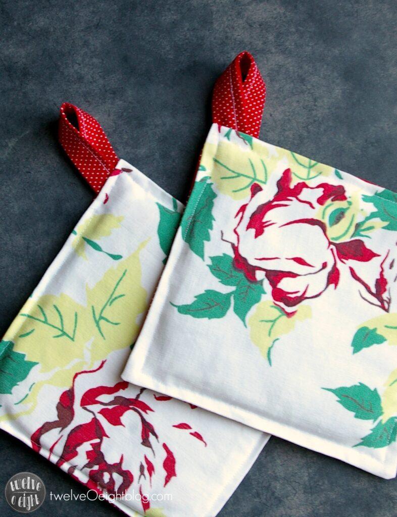 DIY Potholders twelveOeightblog.com #potholder #ovenmitt #sewing #fabric #diy #twelveOeightblog