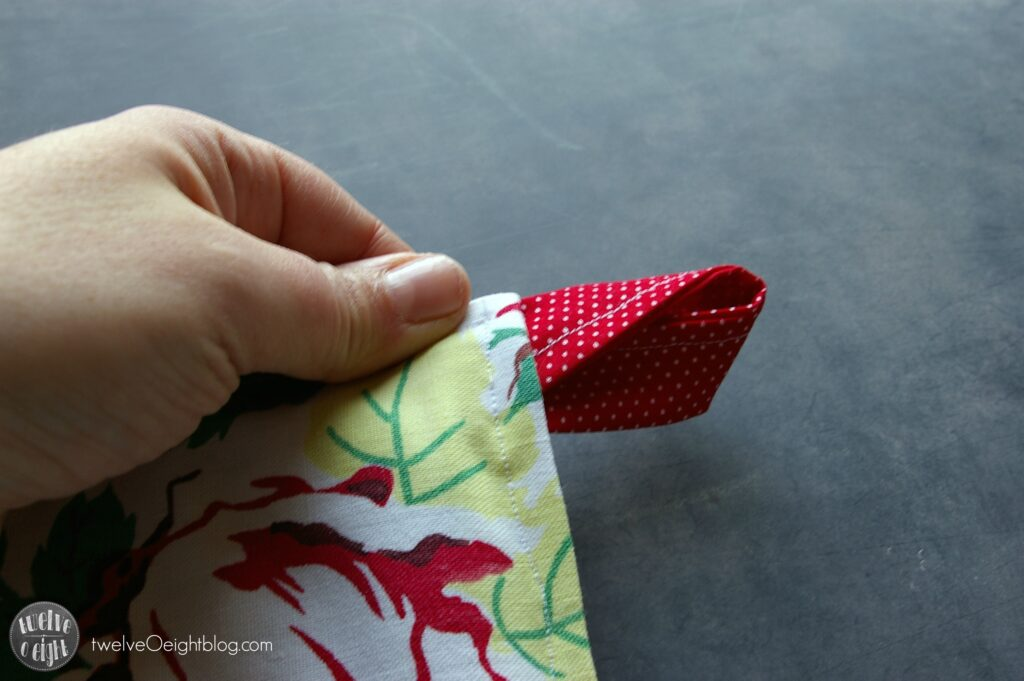 How to make Pot Holders twelveOeightblog.com #ovenmitt #potholder #diy #potholderpattern #twelveOeightblog
