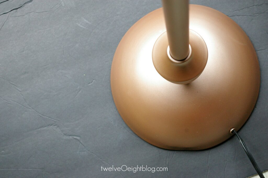 Copper lamp makeover #lamp #spraypaint #DIY #twelveOeight