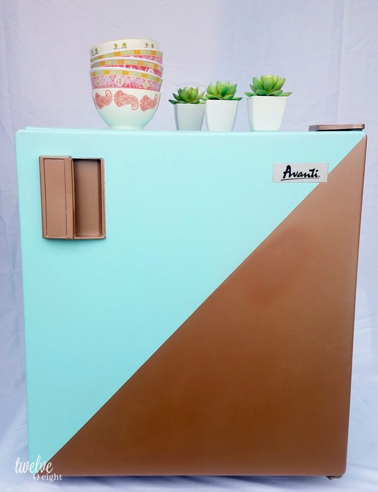 #howtopaint #paintedrefrigerator #spraypaint #cheapdecor #diy