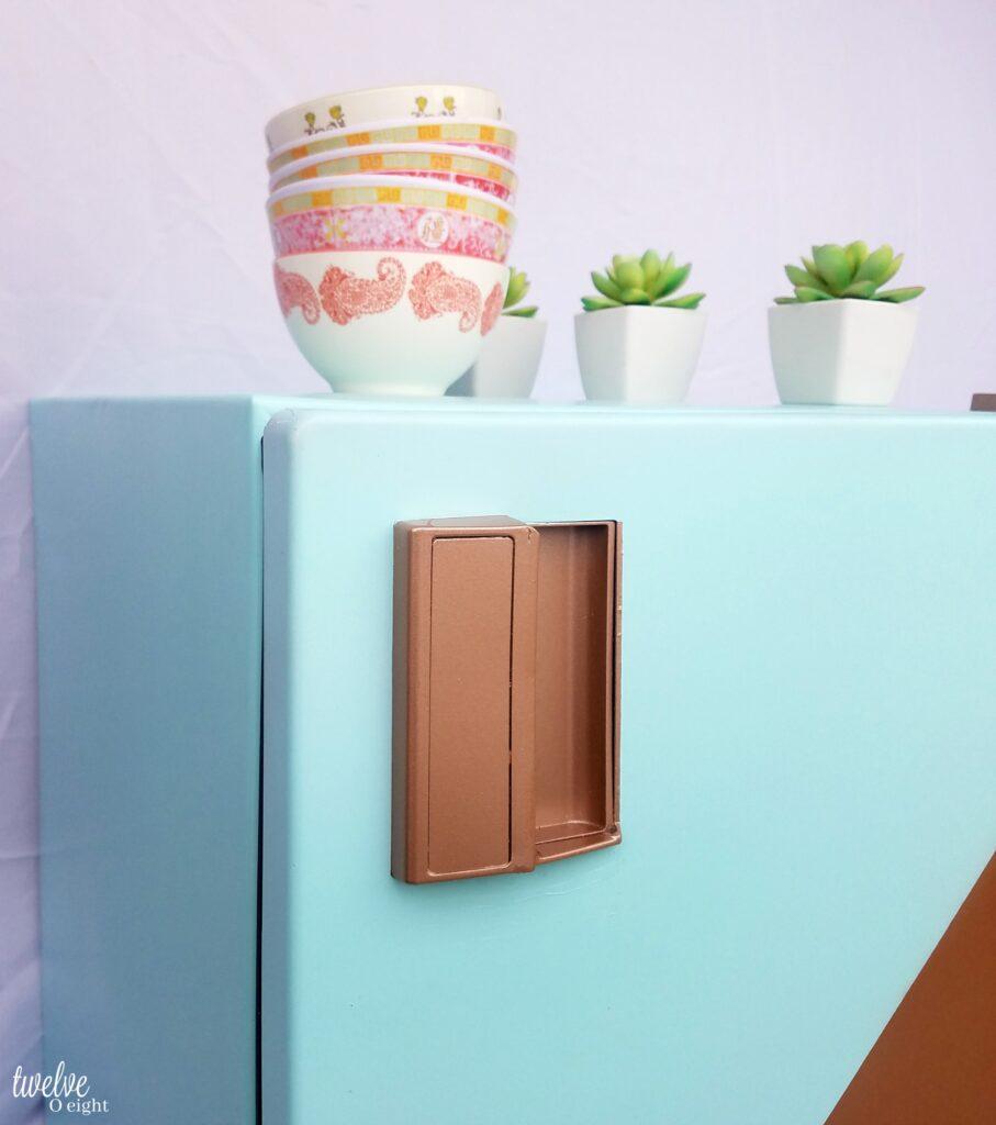 #paintedrefrigerator #howtopaintarefrigerator #diy #spraypaint